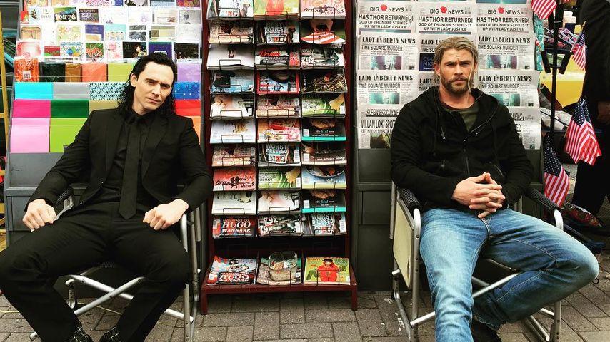 Loki (Tom Hiddleston ) und Thor (Chris Hemsworth)