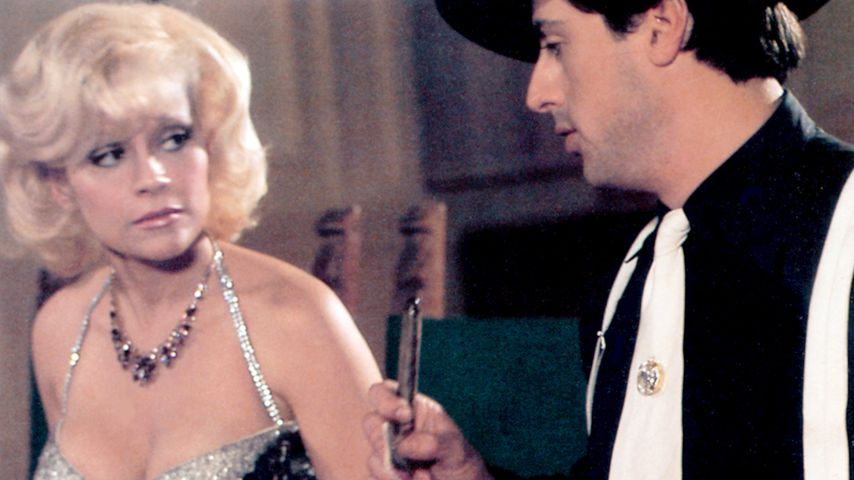 "Louisa Moritz und Sylvester Stallone 1975 in ""Death Race 2000"""