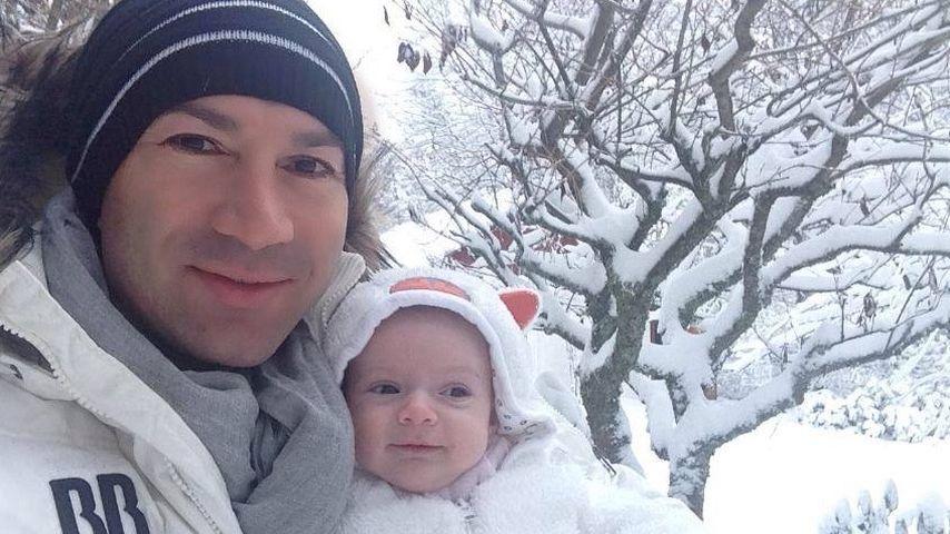 Wintermärchen: Sophia Cordalis mit Papa Lucas im 1. Schnee