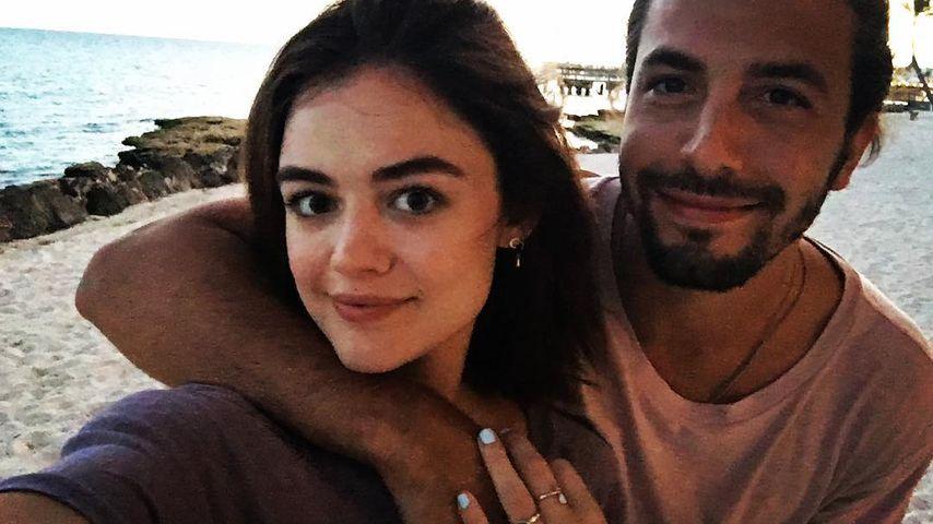 Lucy Hale und Anthony Kalabretta am Meer