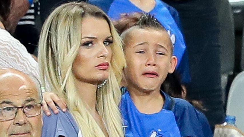 Ludivine Payet mit Sohn Noa auf der Tribüne beim EM-Finale Portugal gegen Frankreich