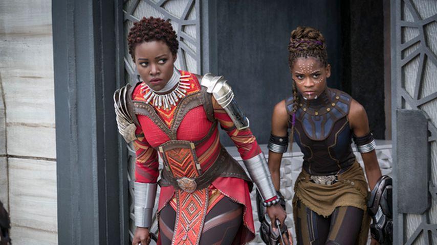 "Lupita Nyong'o und Letitia Wright in ""Black Panther"""