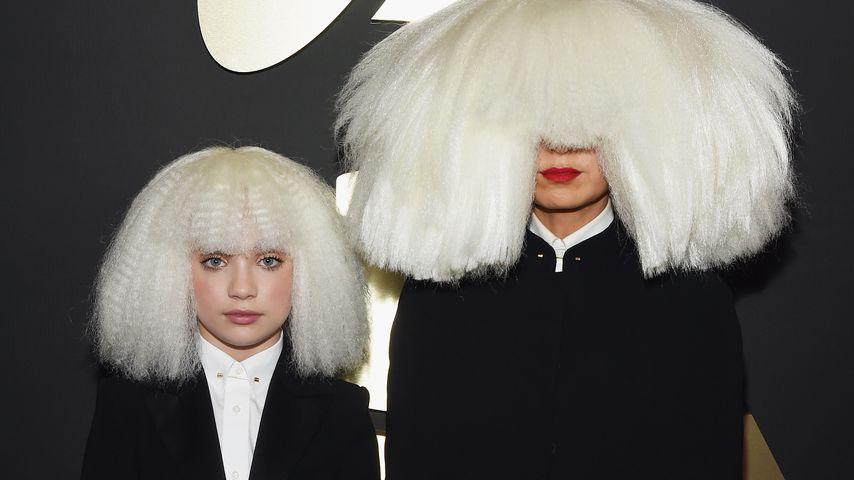 Maddie Ziegler und Sia bei den Grammys 2015