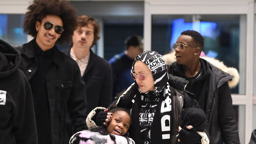 Madonna mit ihren Kindern und ihrem Freund Ahlamalik Williams (l.) im Dezember 2019