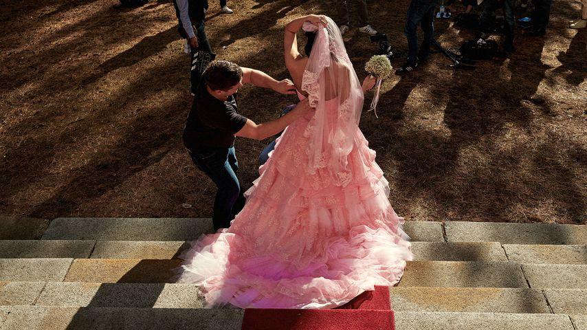 """Mandy alias Laura Wölki in ihrem rosaroten Hochzeitskleid bei """"Berlin - Tag & Nacht"""""""