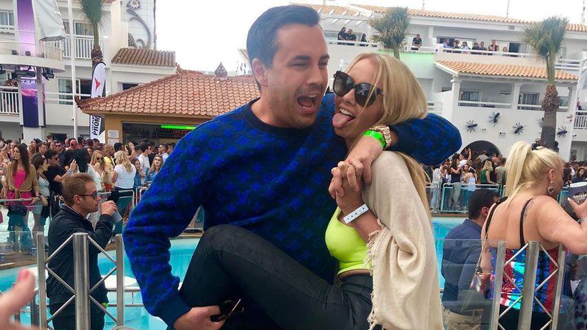 Mandy Lange mit ihrem Freund auf Ibiza