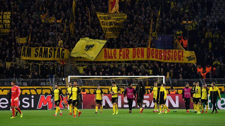 """Spieler und Südtribübe von """"Borussia Dortmund"""", November 2017"""