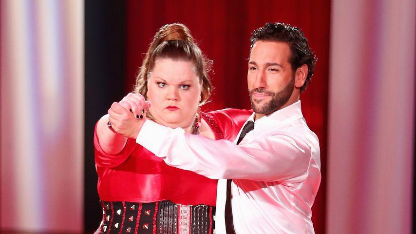 """Manuela Wisbeck und Massimo Sinató bei """"Let's Dance"""""""