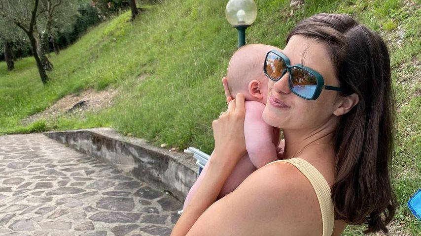 Marie Nasemann mit ihrem Sohn, 2020