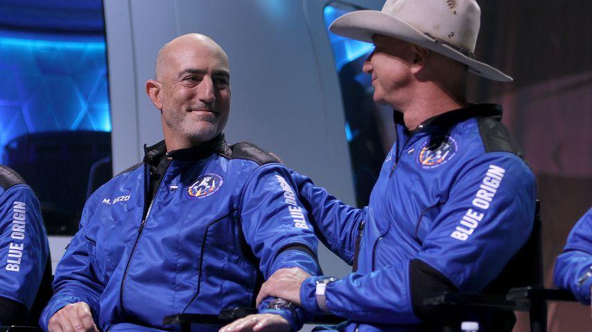 Mark und Jeff Bezos nach ihrem Flug ins Weltall