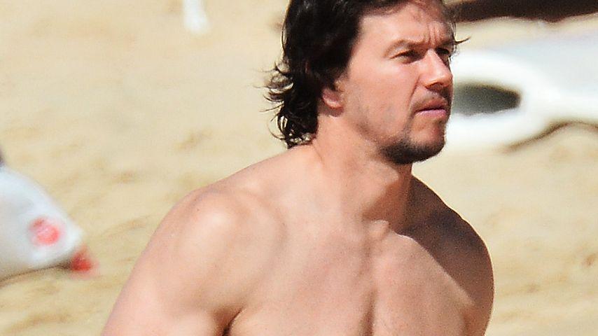 Beach-Boy: Mark Wahlberg zeigt seine Bauch-Muckis