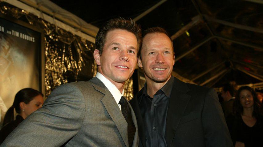 Mark Wahlberg und Donnie Wahlberg im Oktober 2002 in Beverly Hills