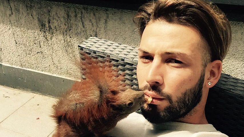 Flauschiger Nachbar: Deutscher WM-Hottie & sein Eichhörnchen