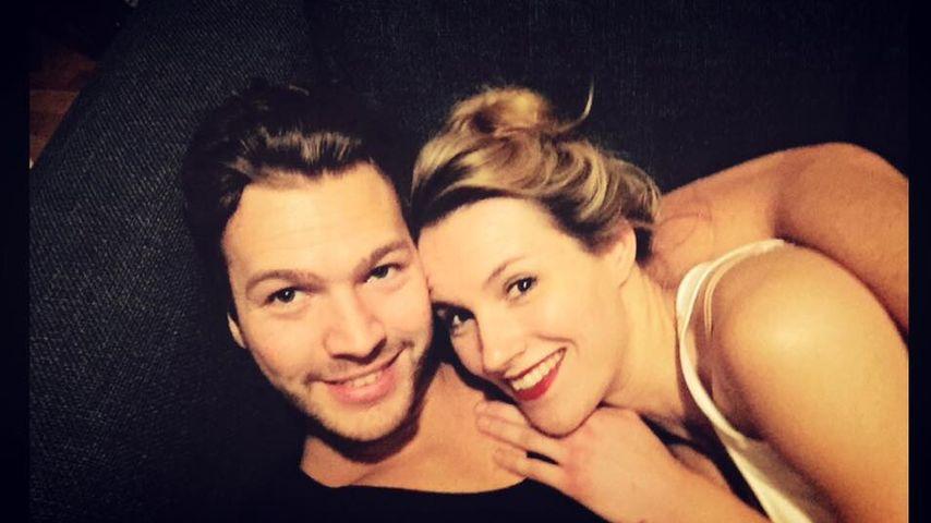 Kuschelig: Anna Hofbauer & Marvin genießen Einzug
