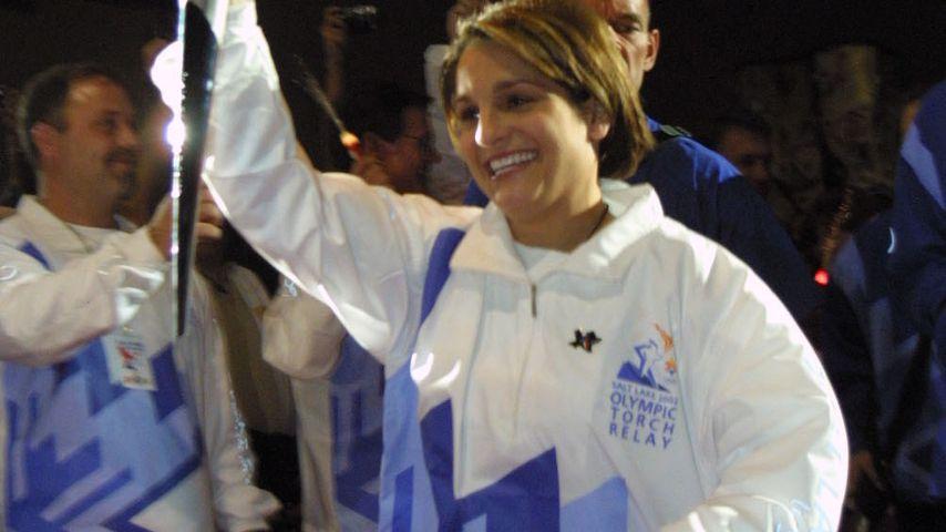 Mary Lou Retton mit der olympischen Fackel 2002