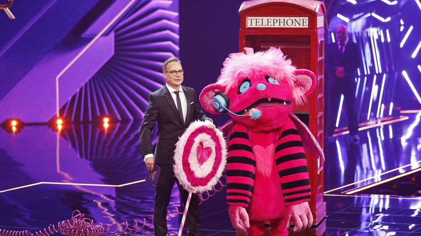 "Matthias Opdenhövel mit dem Monster-Kostüm bei ""The Masked Singer"" 2019"