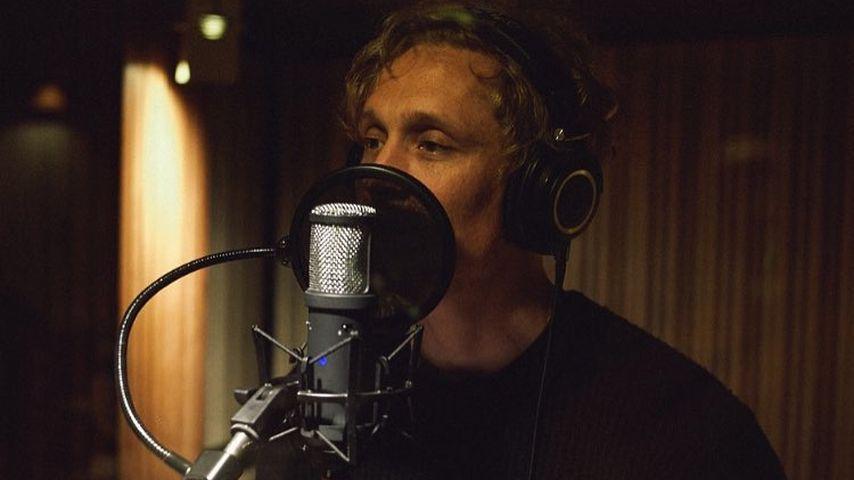 """Matthias Schweighöfer singt live bei """"Ein Herz für Kinder"""""""