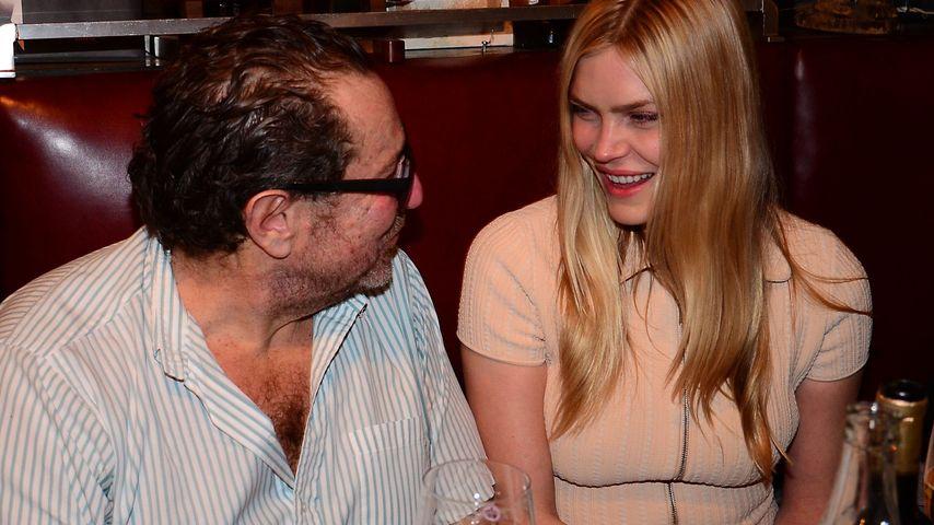 Skandal-Model & Maler Julian Schnabel sind verlobt