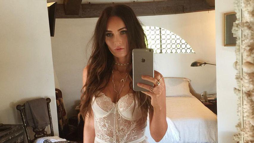 7eccab919e1b35 In weißen Dessous: Megan Fox teilt sexy Foto mit ihren Fans ...