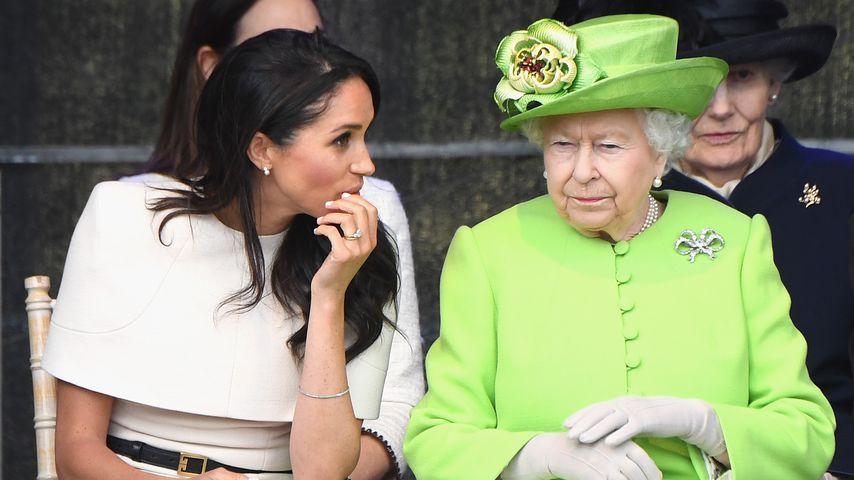 Meghan Markle und Queen Elizabeth II. bei einer Brückeneröffnung in Cheshire