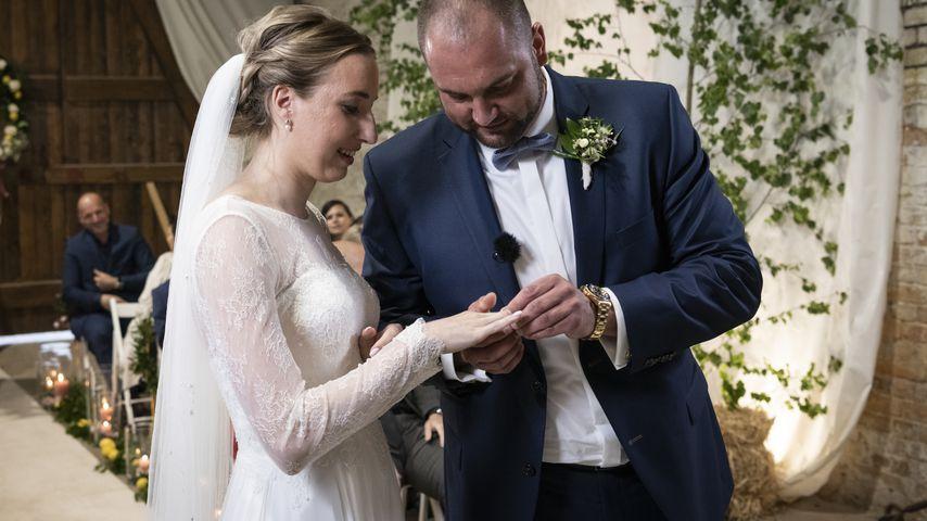 """Melissa und Philipp bei ihrer Trauung bei """"Hochzeit auf den ersten Blick"""""""