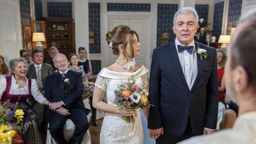 Melli (Bojana Golenac) und André (Joachim Lätsch) an ihrerm Hochzeitstag