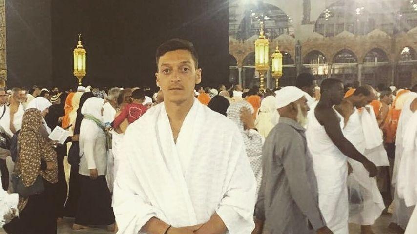 Fast 2 Mio. Likes! Mesut Özil wird für Mekka-Bild gefeiert