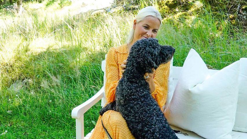 Kronprinzessin Mette-Marit mit ihren Hunden Milly Kakao und Muffins Kråkebolle