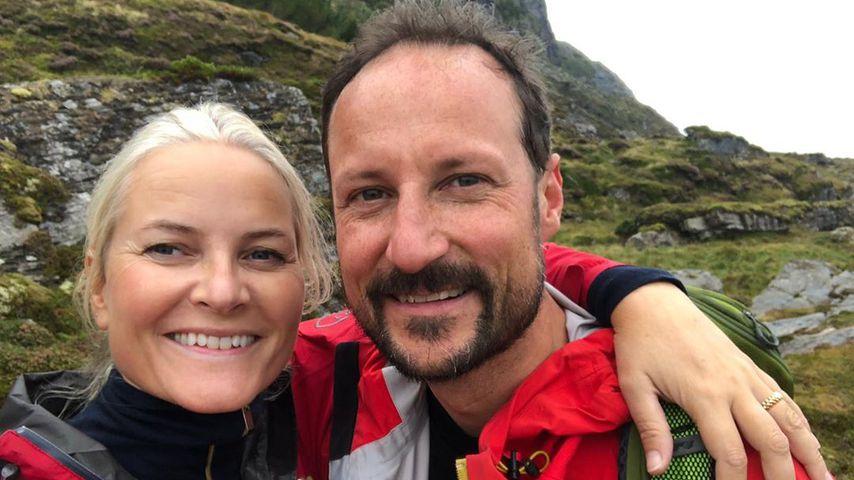 Royales Traumpaar: Mette-Marit und Haakon genießen Wanderung