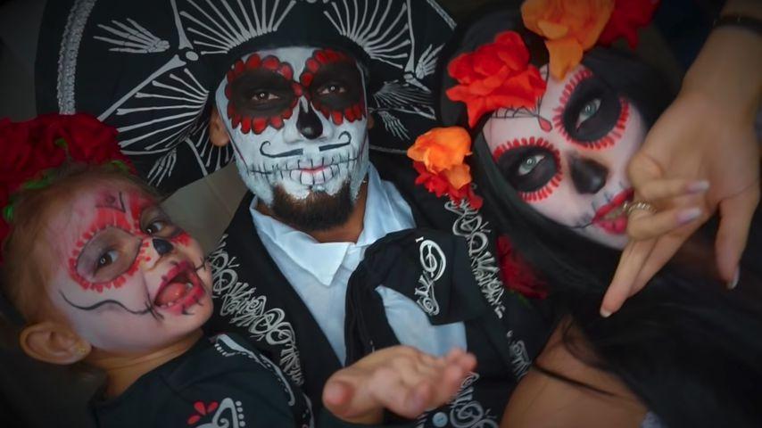 Mia Rose, Dominic und Sarah Harrison an Halloween