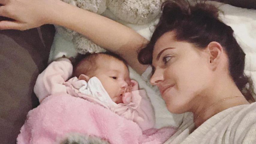 Schon ein kleiner Fan: Mia Rose schaut mit Mama Sarah GNTM!