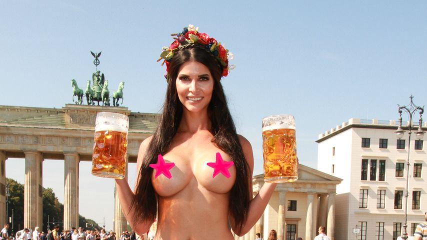 O'zapft is! Nackedei Micaela Schäfer zeigt ihre Brezeln