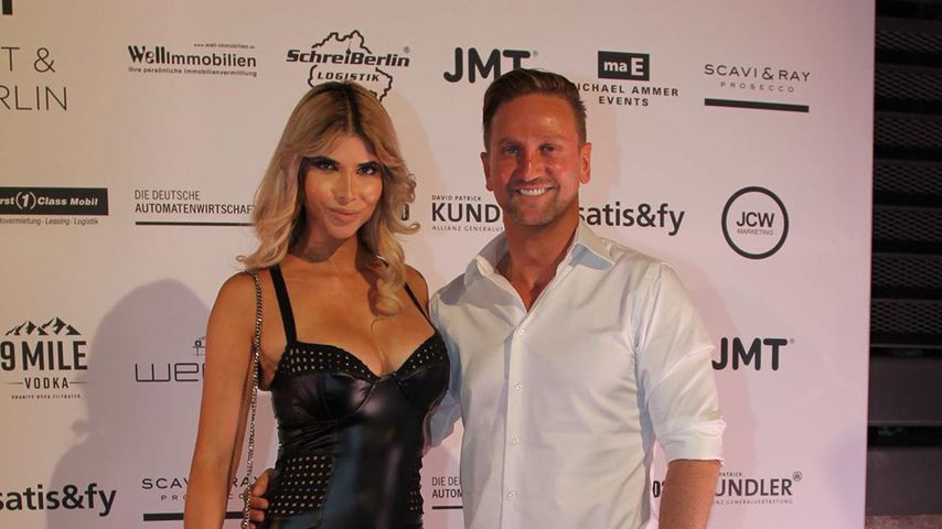 Micaela Schäfer und Freund Adriano beim AEDT-Sommerfest