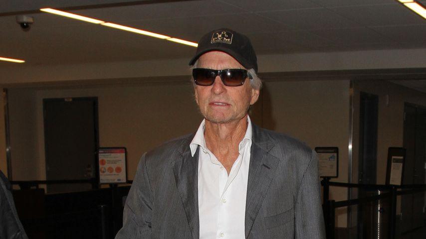 Michael Douglas im August 2016 am Flughafen in Los Angeles