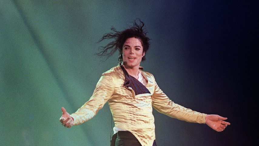 Michael Jackson bei einem Konzert 1996