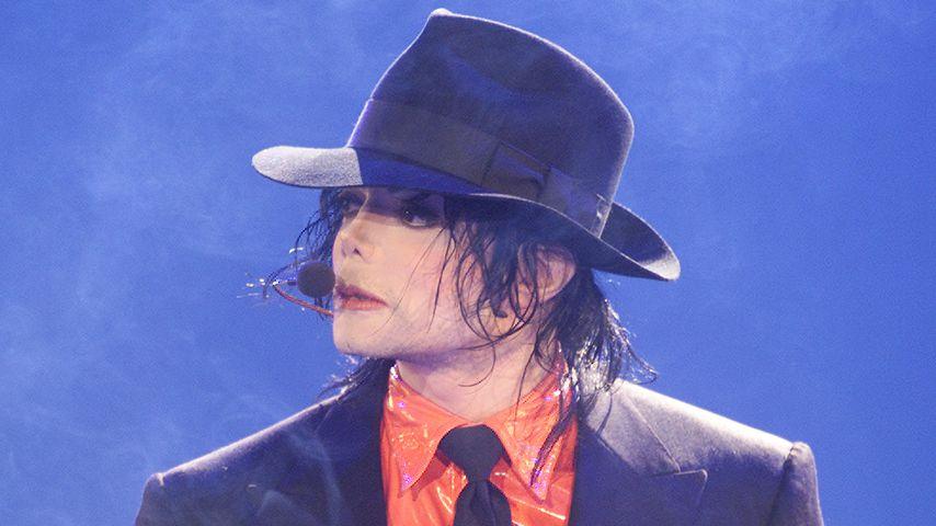 Michael Jackson während einer Performance im April 2002