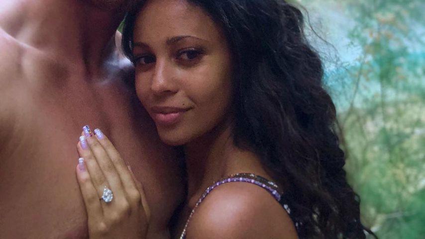"""Riverdale""-Vanessa Morgan zeigt fetten Verlobungs-Klunker!"