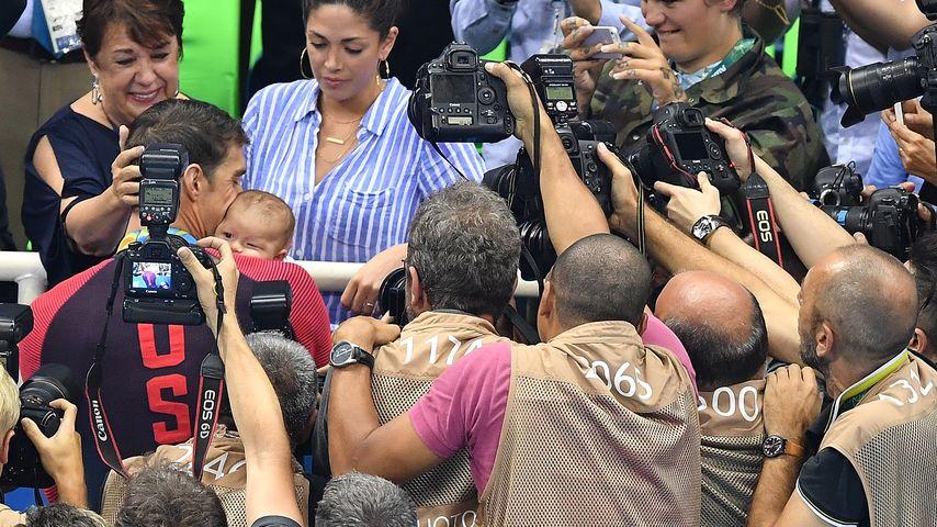 Michael Phelps mit seinem Sohn an Tag 4 der Olympischen Spiele in Rio