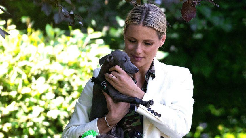 Michelle Hunziker mit ihrem Hund und ihren Töchtern im Jahr 2020
