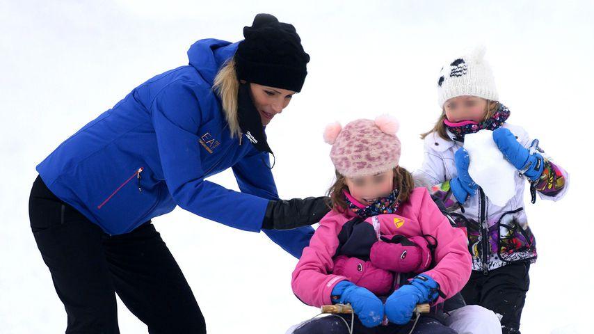 Mit der ganzen Familie: Michelle Hunziker im Schneegestöber