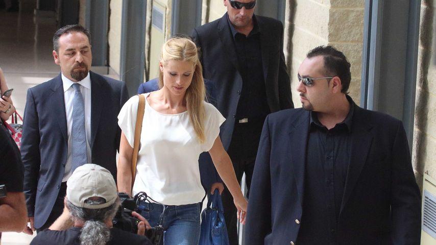 Michelle Hunziker beim Verlassen des Gerichts in Rimini