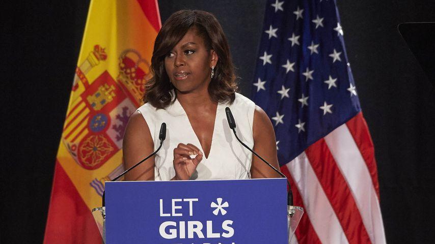 """Michelle Obama bei einer Rede für ihre Organisation """"Let Girls Learn"""""""