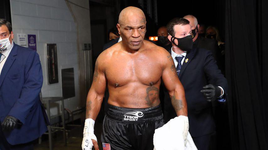 Mike Tyson nach seinem Kampf gegen Roy Jones Jr.