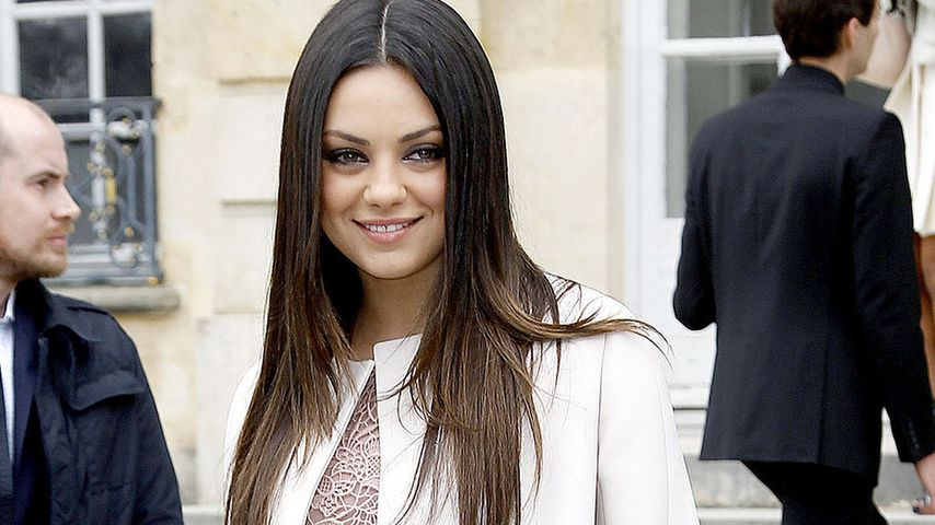 Mila Kunis bezaubert bei der Paris Fashion Week