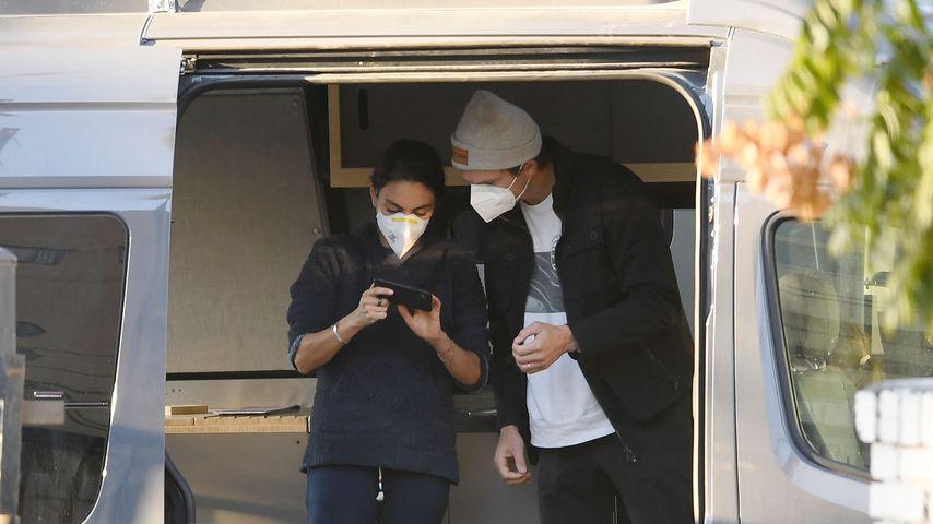 Mila Kunis und Ashton Kutcher in ihrem neuen Camper-Van, Dezember 2020