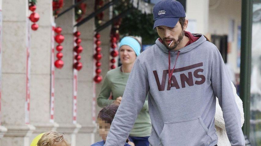 Mila Kunis und Ashton Kutcher mit ihren Kindern Wyatt und Dimitri in Los Angeles