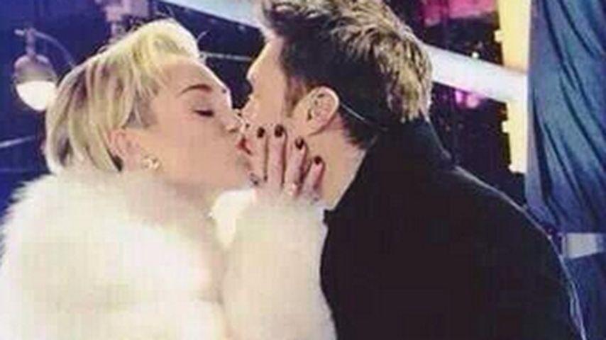 Geht da was? Miley knutscht sich in das neue Jahr