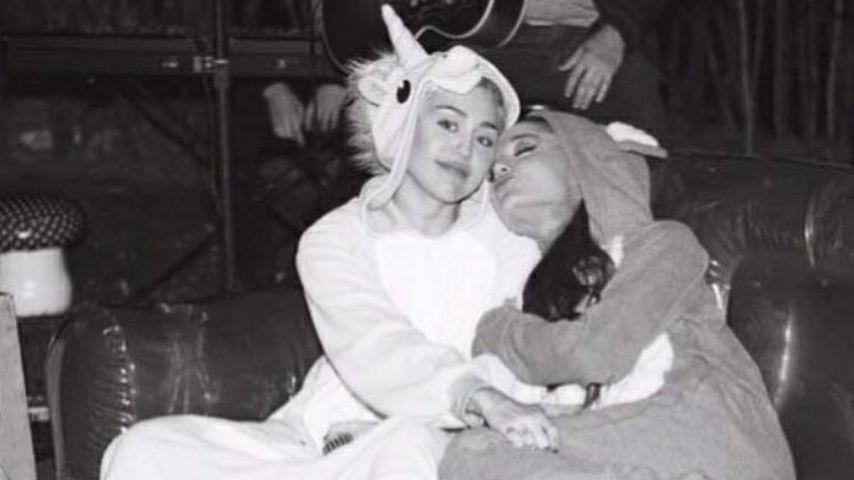 Miley Cyrus und Ariana Grande