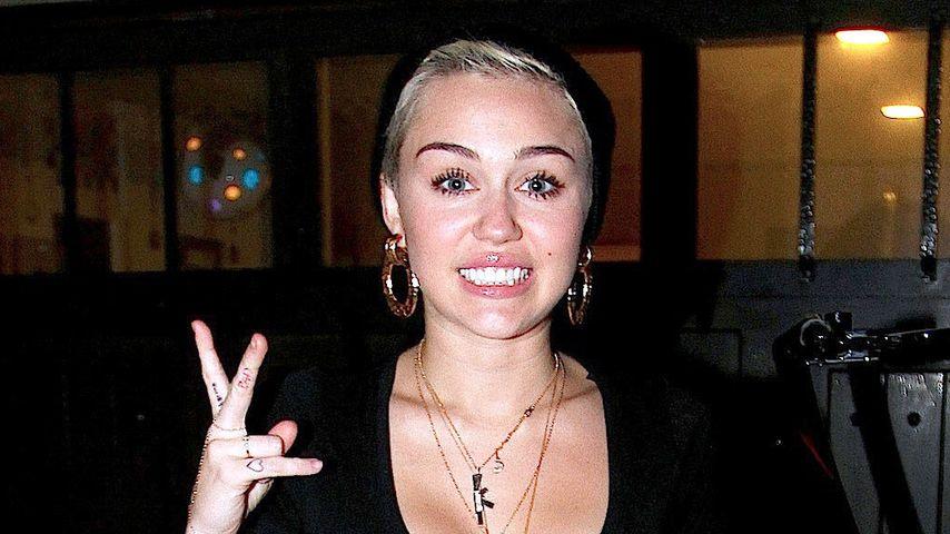 À la Beetlejuice: Gut gestreift mit Miley Cyrus