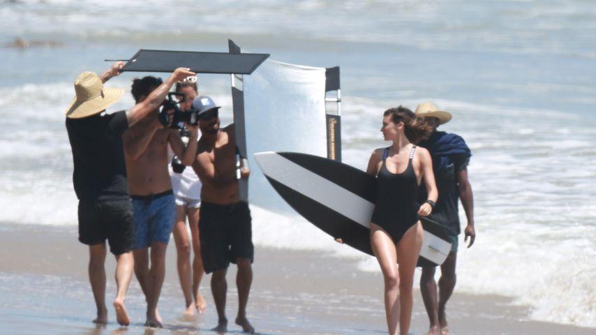 Miranda Kerr bei einem sexy Bikini-Shooting am Strand von Malibu